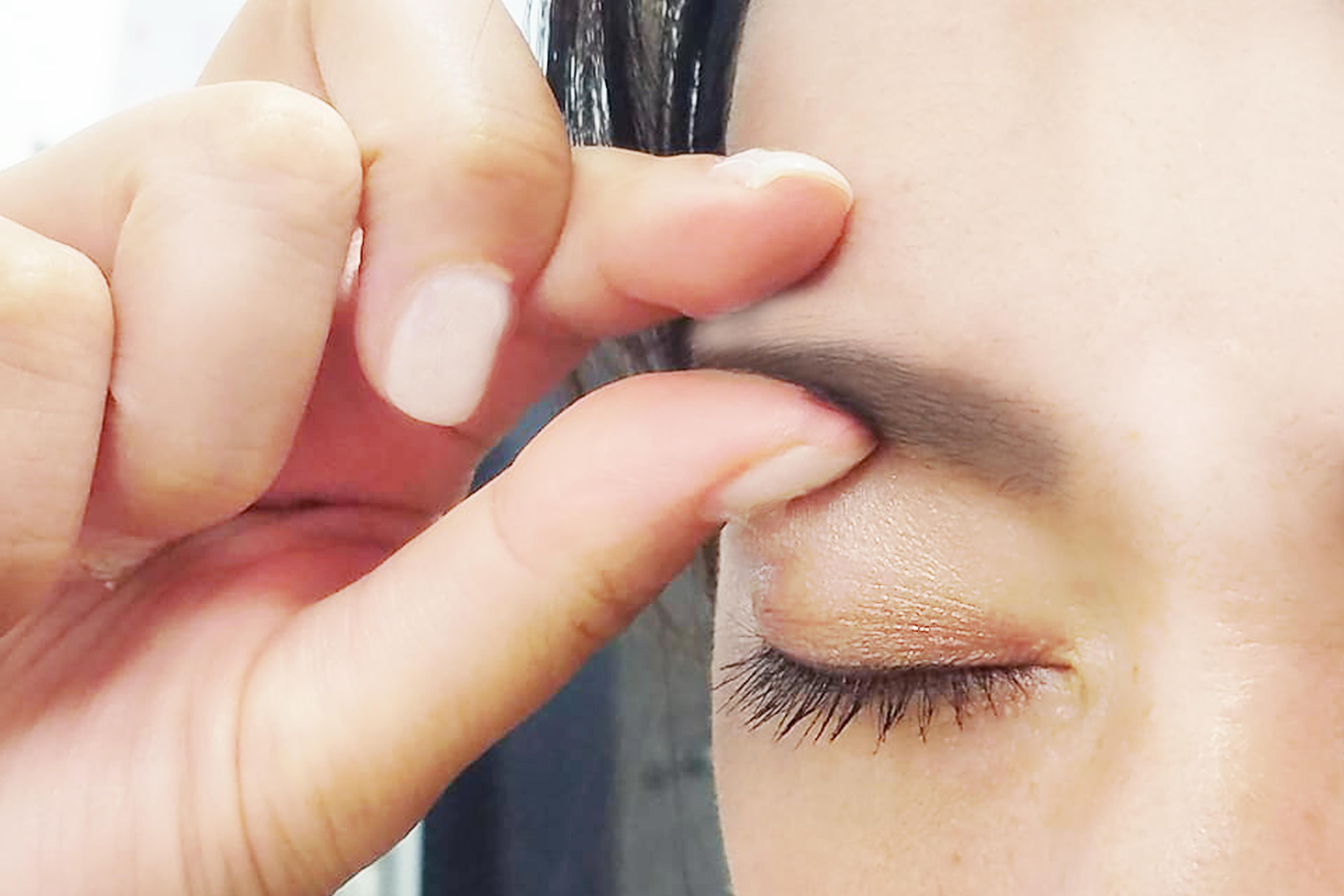 目の下 の 痛い 骨 が 瞬き すると
